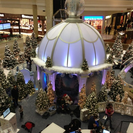 Photo taken at Woodfield Mall by Michaelangelo S. on 12/24/2012