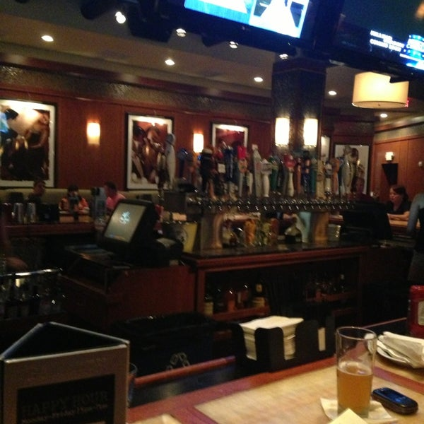 Photo taken at Bar Louie Mohegan Sun by Ben-David K. on 7/9/2013