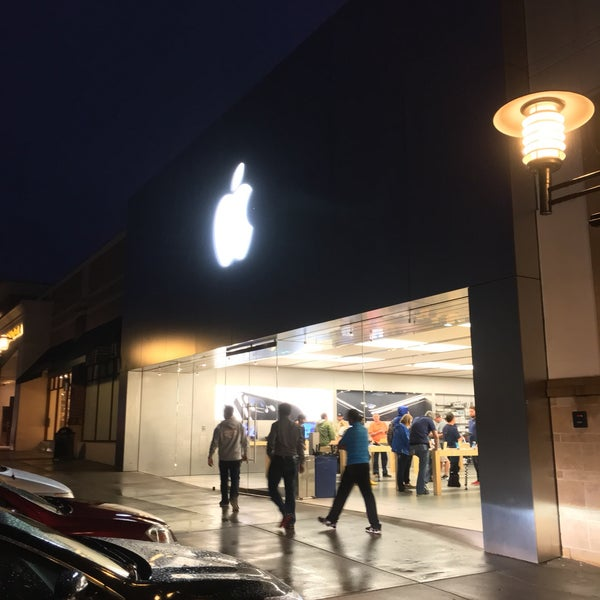 Photo taken at Apple Friendly Center by Christian A. on 10/8/2016