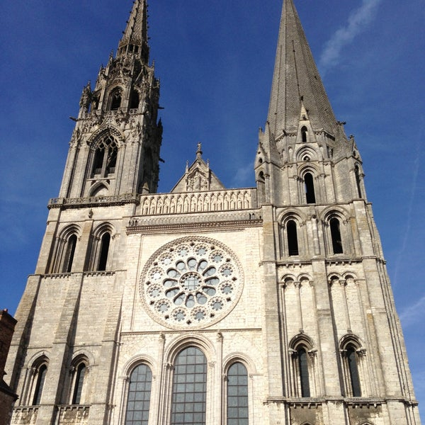 Photo taken at Cathédrale Notre-Dame de Chartres by Joselito L. on 4/14/2013