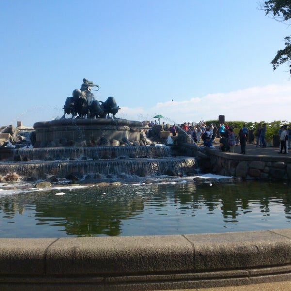 Photo taken at Gefionspringvandet (Gefion Fountain) by Y y. on 8/6/2013
