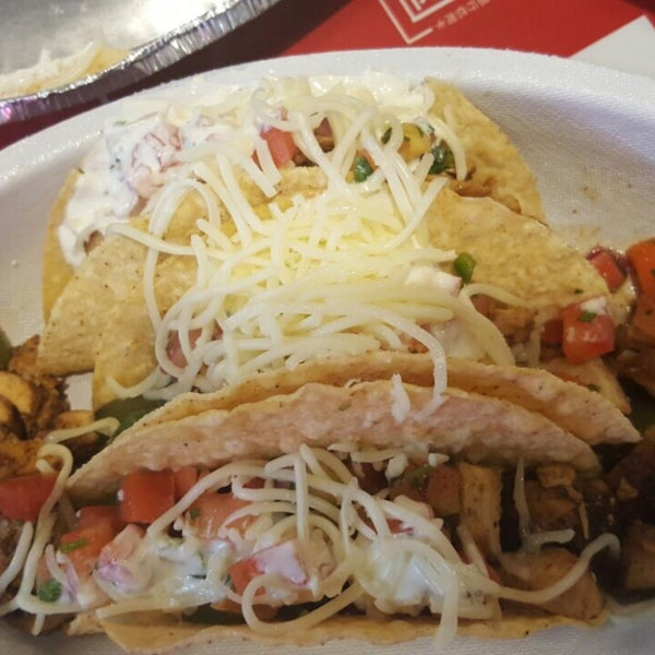 Photo taken at Chipotle Mexican Grill by basak c. on 9/19/2016