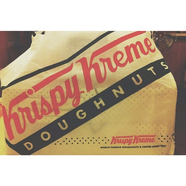 Photo taken at Krispy Kreme by Geoia G. on 4/15/2014