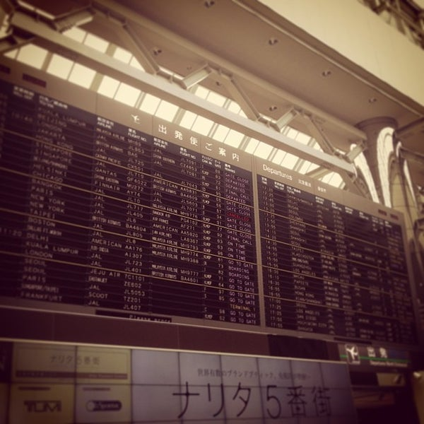Photo taken at Departure Hall - NRT Terminal 2 by TOMO S. on 7/6/2013