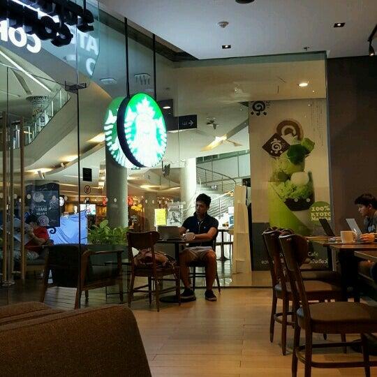 Photo taken at Starbucks by Taneka N. on 12/2/2016