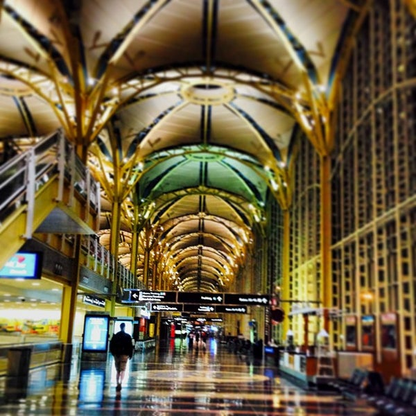 Photo taken at Ronald Reagan Washington National Airport (DCA) by Jan K. on 7/10/2013