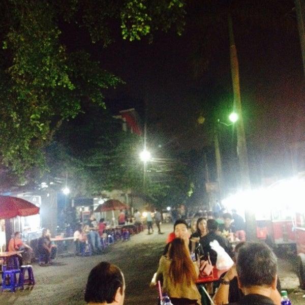 Photo taken at Pusat Jajanan Menteng by Rima (r.wiel) on 9/20/2015