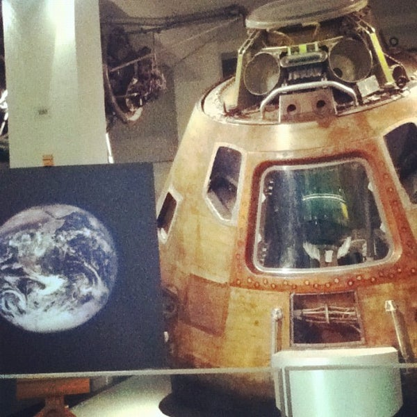 Photo taken at Science Museum by Carolyne D. on 11/26/2012