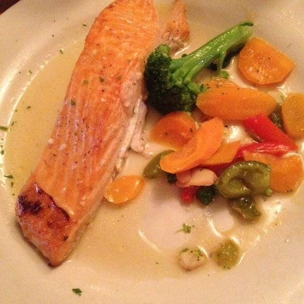Photo taken at Giovanni's Restaurant by Gabriel on 8/13/2013
