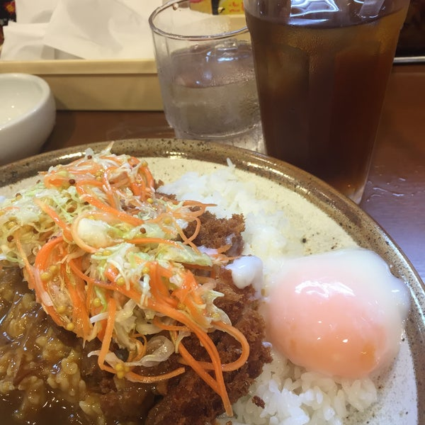 Photo taken at CoCo壱番屋 渋谷区宇田川町店 by kamang on 6/28/2016