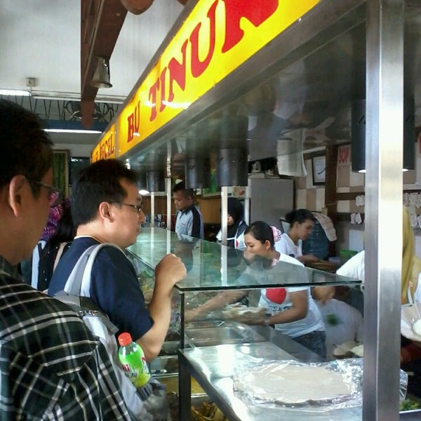 Photo taken at Nasi Pecel Bu Tinuk by jang a. on 3/8/2014