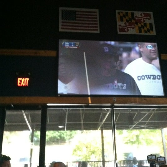 Photo taken at Buffalo Wild Wings by Roland on 10/14/2012