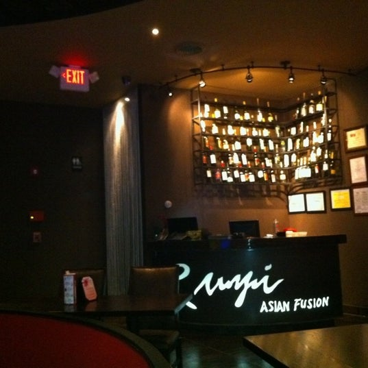 Photo taken at Ruyi Asian Fusion by Beon kyoung S. on 10/30/2011