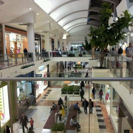 Garden State Plaza Stores The Best Stores to Visit at Westfield Garden State Plaza Find out the best stores you can visit, when making a trip to the huge Garden State Plaza for some all day shopping.