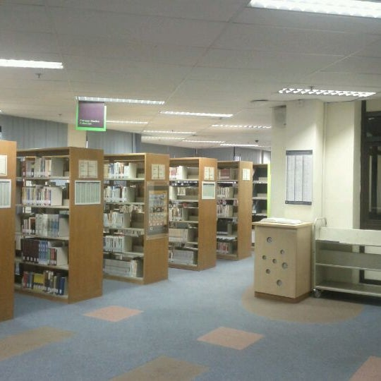 Photo taken at Lien Ying Chow Library 连瀛洲图书馆 by Cuthbert C. on 12/21/2011