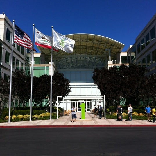 Photo taken at Apple Inc. by Benjamin E. on 6/10/2012