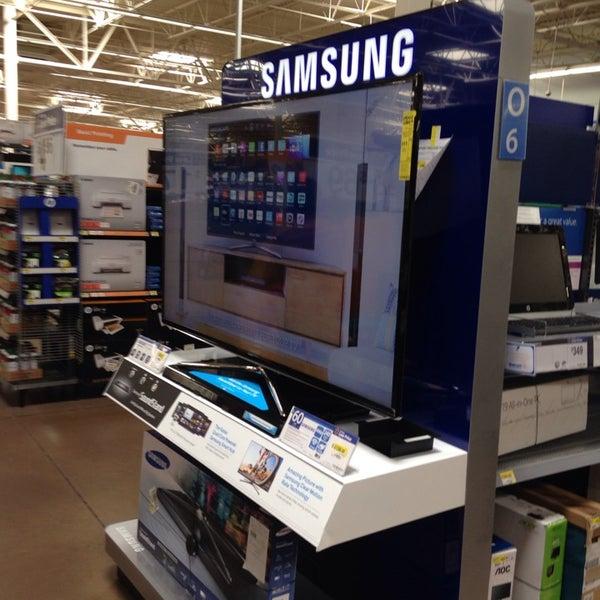 Photo taken at Walmart Supercenter by Rodrigo P. on 9/25/2014