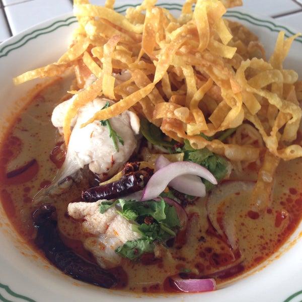 Photo taken at Food Center (ศูนย์อาหารเมืองทองธานี) by Taro K. on 6/17/2015