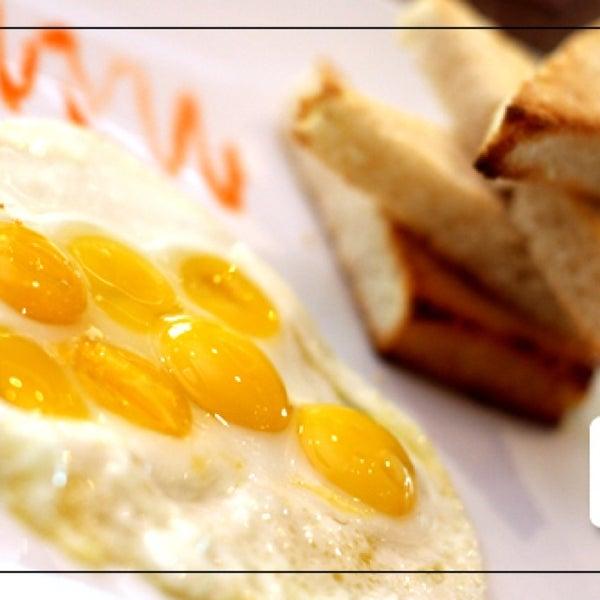 Яичница из перепелиных яиц- необычный, сытный и полезный завтрак!