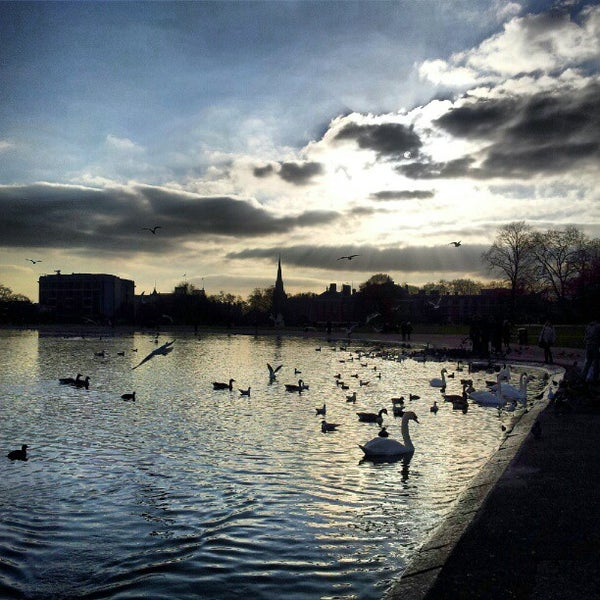 Photo taken at Kensington Gardens by Phil D. on 3/2/2013