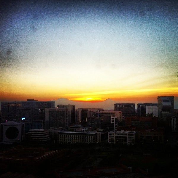 Photo taken at Torre Lexus by @renobartilotti on 12/26/2012