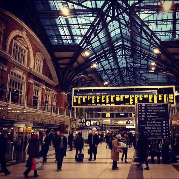 Photo taken at London Liverpool Street Railway Station (ZLS) by Su B. on 11/30/2012