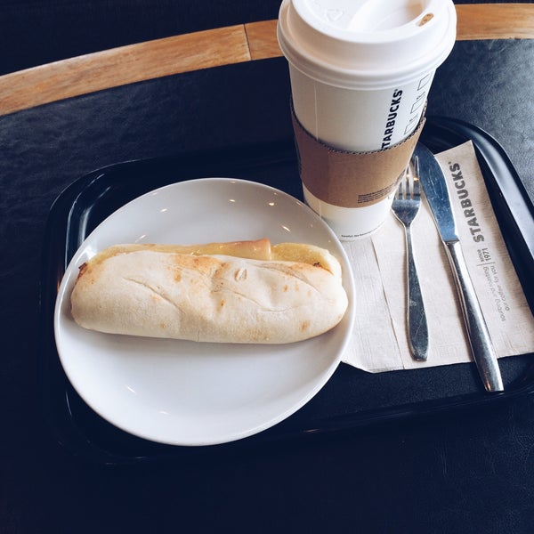 Photo taken at Starbucks (สตาร์บัคส์) by Evtoly on 3/29/2015
