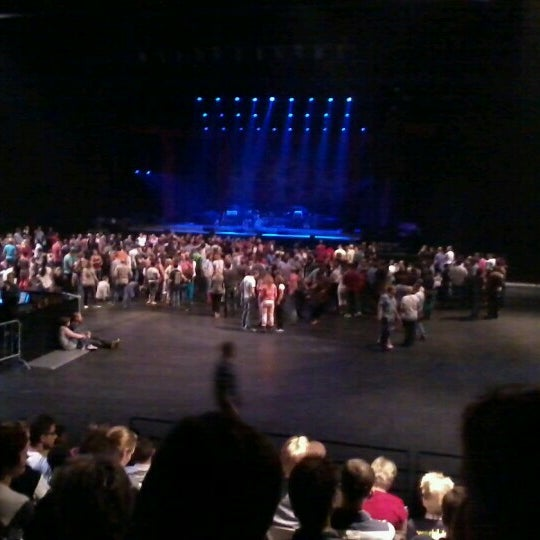 Photo taken at Heineken Music Hall by Denny T. on 11/18/2012