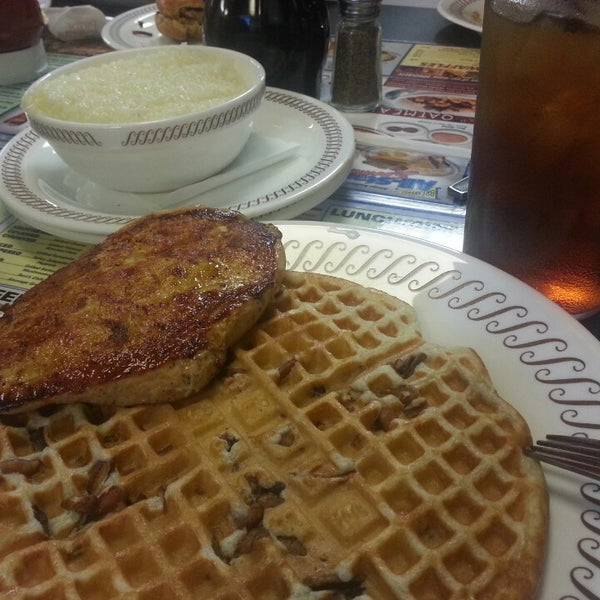 Photo taken at Waffle House by Victor K. on 4/5/2013