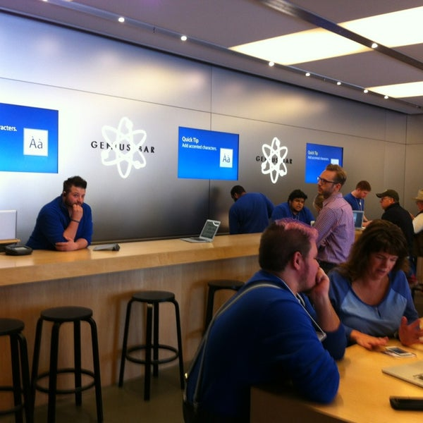 Photo taken at Apple Store by Bill D. on 10/17/2013
