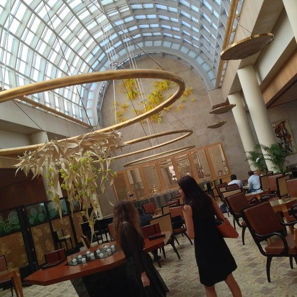 Photo taken at The Ritz-Carlton, Millenia Singapore by haru78 on 6/19/2013