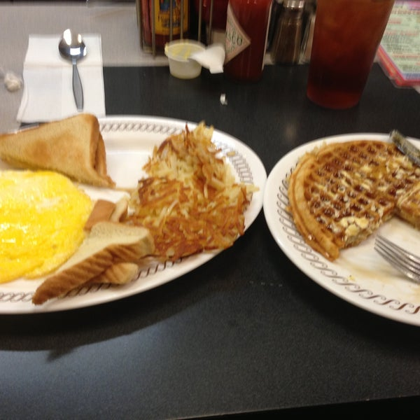 Photo taken at Waffle House by Amanda on 4/27/2013