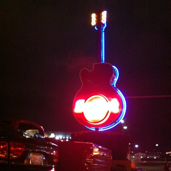 Photo taken at Hard Rock Cafe Nashville by Carolina on 1/11/2013