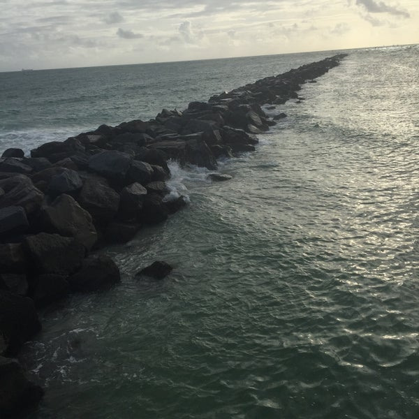 Photo taken at South Pointe Pier by kHyal™ |. on 11/19/2015