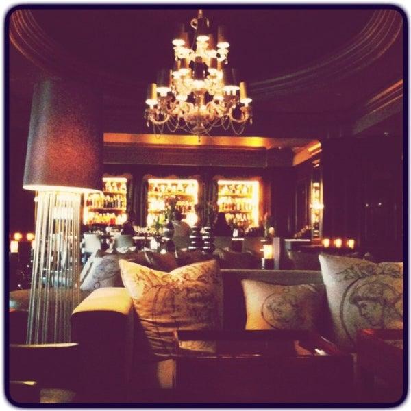 Photo taken at Langham Huntington Hotel by Edωïи on 2/26/2013