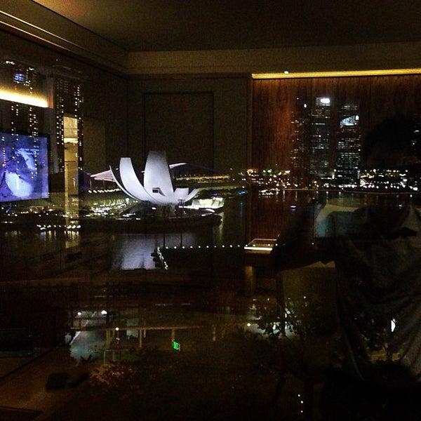 Photo taken at The Ritz-Carlton, Millenia Singapore by Dunn P. on 4/26/2013