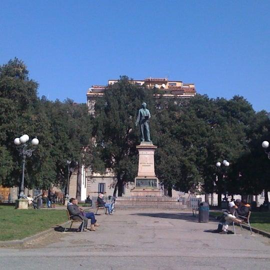 Garden La Piazza: Piazza Indipendenza