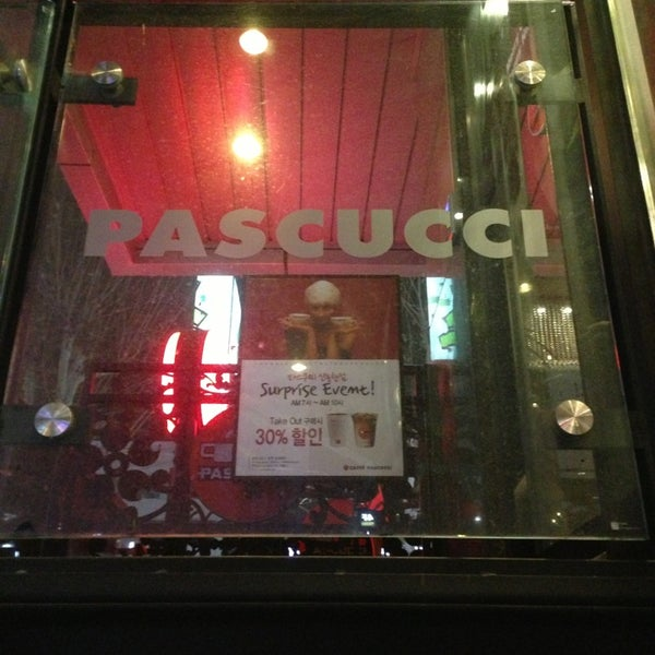 Photo taken at CAFFE PASCUCCI by Byungsoo Jung on 12/24/2012