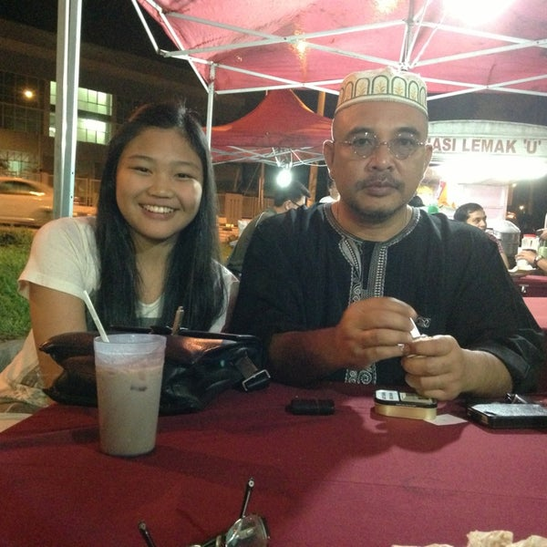 Photo taken at Nasi Lemak 'u' by Rosman on 12/20/2012
