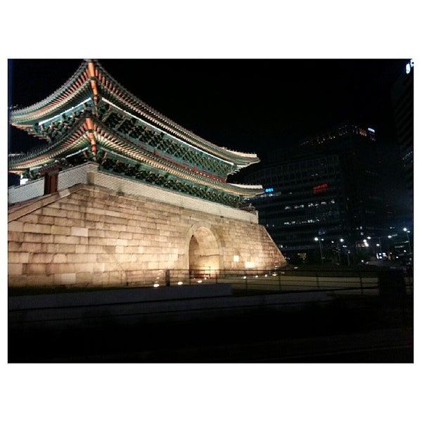 Photo taken at 숭례문 (崇禮門, Sungnyemun) by Hyeyeon J. on 5/11/2013