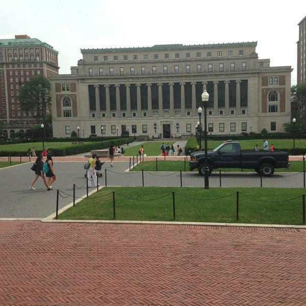 Photo taken at South Lawn Columbia University by Ladominicanaon2{{FJ}} . on 7/11/2013