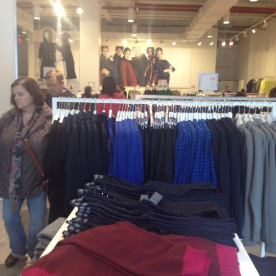 Photo taken at Joe Fresh by Carlos V. on 10/21/2012