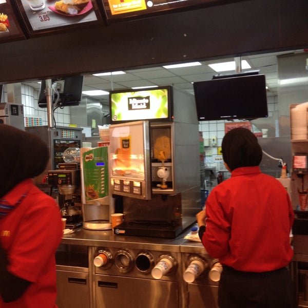 Photo taken at McDonald's by afiee a. on 9/14/2015