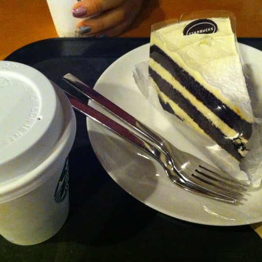 Photo taken at Starbucks by Hyun K. on 10/10/2012