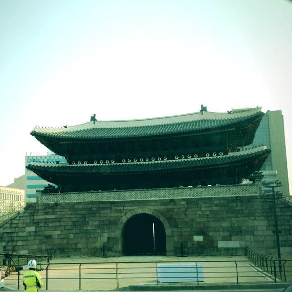 Photo taken at 숭례문 (崇禮門, Sungnyemun) by Eunhye L. on 5/4/2013