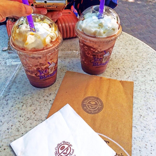 Photo taken at The Coffee Bean by Iuejan B. on 8/21/2014