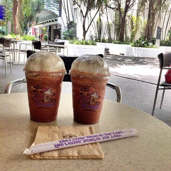 Photo taken at The Coffee Bean by Iuejan B. on 4/3/2015