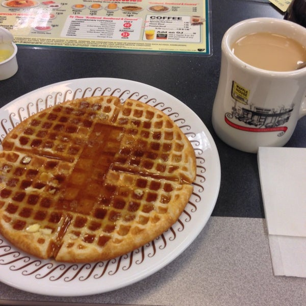 Photo taken at Waffle House by Andres C. on 10/28/2013
