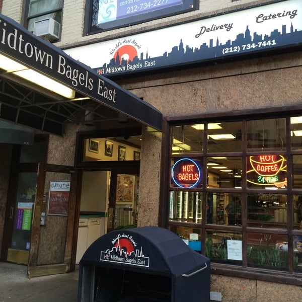 Photo taken at H&H Midtown Bagels East by himamura on 10/7/2014