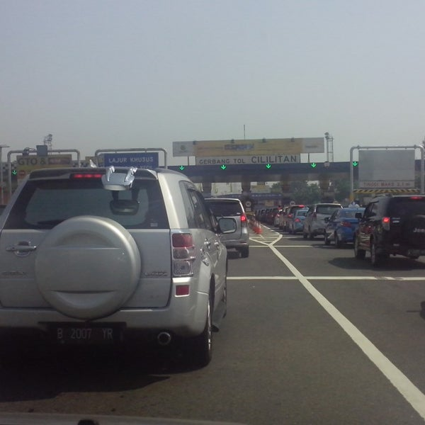 Photo taken at Gerbang Tol Cililitan by Oktavianus L. on 9/24/2014